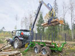 Traktorová vyvážečka dřeva