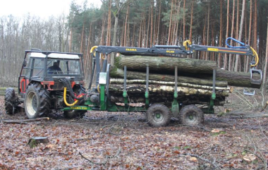 Vyvážečka dřeva FARMA a traktor Zetor