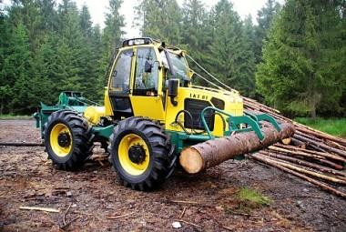 """Speciální lesnický kolový traktor - """"Lakatoš"""""""