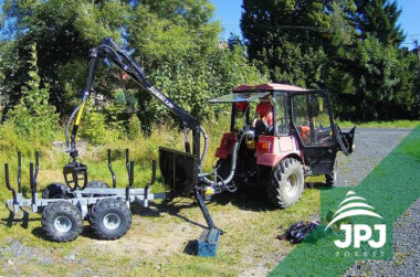 Malá vyvážečka Vahva Jussi 2000_320 a malotraktor Belarus