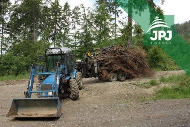 Malotraktor BCS a vyvážečka Vahva Jussi 1500_400 pro obecní lesy