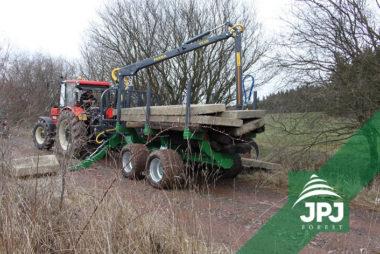 Profesionální vyvážecí vlek FARMA CT 7-10 G2 a traktor Zetor