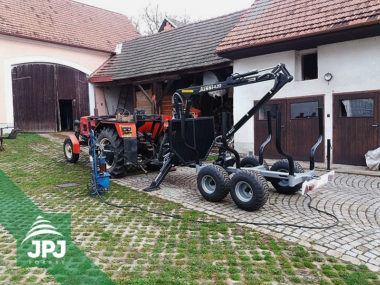 Vyvážecí vlek Vahva Jussi 3000_420 a traktor Zetor