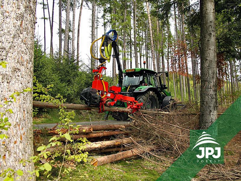 hydraulická ruka na traktor a harvestorová hlavice Naarva